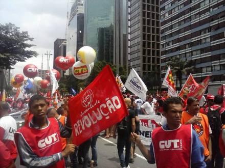 A Avenida Paulista foi tomada pelos manifestantes, que tiveram o apoio da Juventude e Revolução
