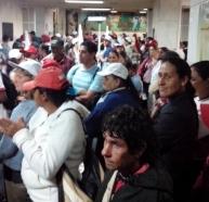 Em Belo Horizonte, trabalhadores rurais ocupam o Ministério da Fazenda em protesto contra os cortes de recursos para a reforma agrária.